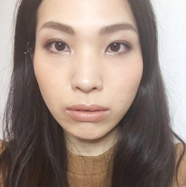眉は眉山を作らず、なだらかにカーブさせて、丸みのある眉に。眉尻は横顔写真見ると長めにしています!太さは普段眉の1,5倍。濃さは髪の色より薄く、半〜1トーン明るく仕上げる。