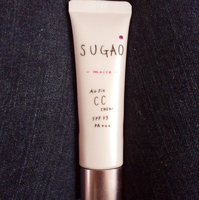 SUGAOのCCクリームを顔全体に、うすーくぬる。