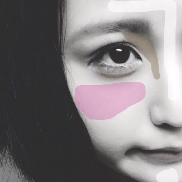 ハイライト→Tゾーンと顎  アイブロウパウダー→眉頭下から鼻の真ん中までノーズシャドウ。涙袋の影  チーク→横長に。ピンクは塗ってる感あるので、少しオレンジのチークを塗ります。