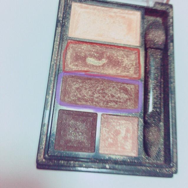 リンメルの ショコラスウィート アイズ 001 の赤と紫で覆った色を使います!