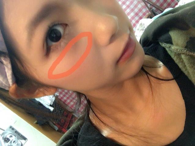 チークを、頬の一番高い位置に塗ります