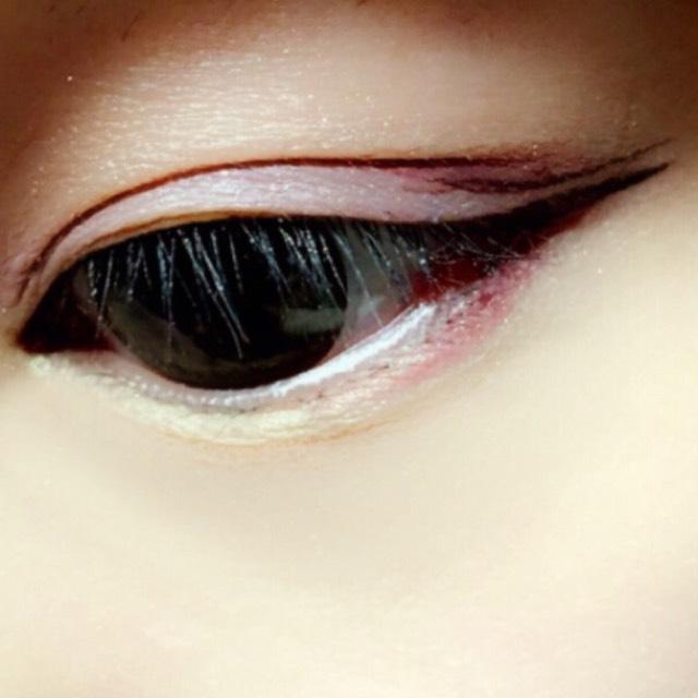 ①涙袋には꒰NYX꒱ ②目尻、二重ラインに꒰マジョマジョのボルドーライン꒱  ③アイライナーはブラウンで 平行になるように目尻だけに描いて くちばしラインにします(◍˃̶ᗜ˂̶◍)ノ♡⃜