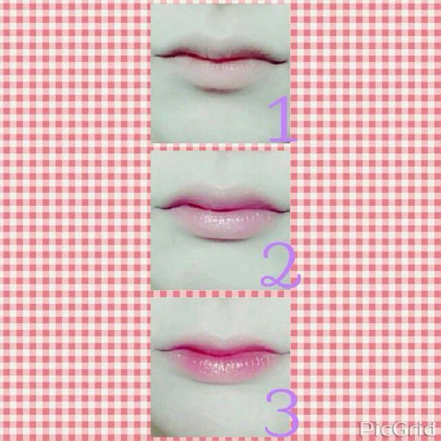 2、ピンクの口紅を全体に塗る。(ティッシュオフ)