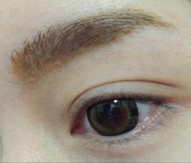 眉毛を描きます  ※眉毛の描き方は 「自己流 眉毛の描き方」 に詳しく載っています