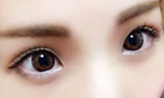 1、ビューラでまつげをカール。  2、DollyWinkの1番薄い色(クリームカラー)を涙袋に薄く乗せる。  3、KATEのアイブロウパウダーの1番濃い色を使ってシャドウとダブルラインをひく。  4、アイラインをちょいオーバーにひく。(目頭〜中央は細めに、目尻はちょい太めに流す)  5、下まぶた目尻にKATEのアイブロウパウダーの1番濃い色をちょこんと乗せて影を作る。  6、下まぶた目頭にメイベリンのラメをちょこっとだけ乗せる。(気持ち乗せる程度で!)  7、マスカラを上下にささっとダマにならないようにとかしていく。  完成♡