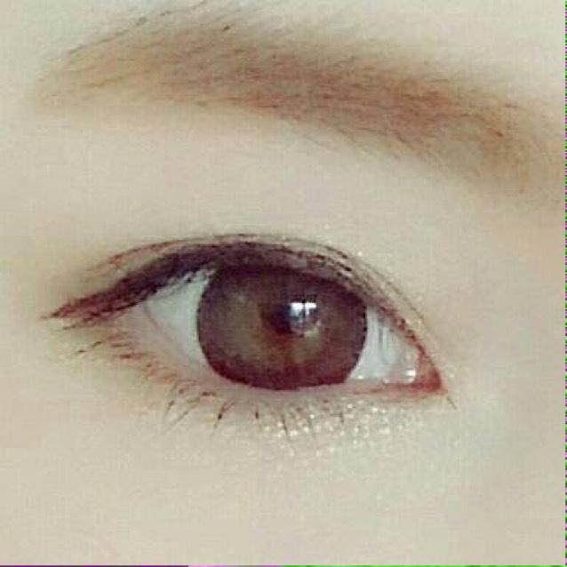 眉はふとくしすぎないようにアイブロウパウダーで色味を足した後、アイブロウマスカラを塗るだけです!  自眉生やしてるので元々結構太眉です!