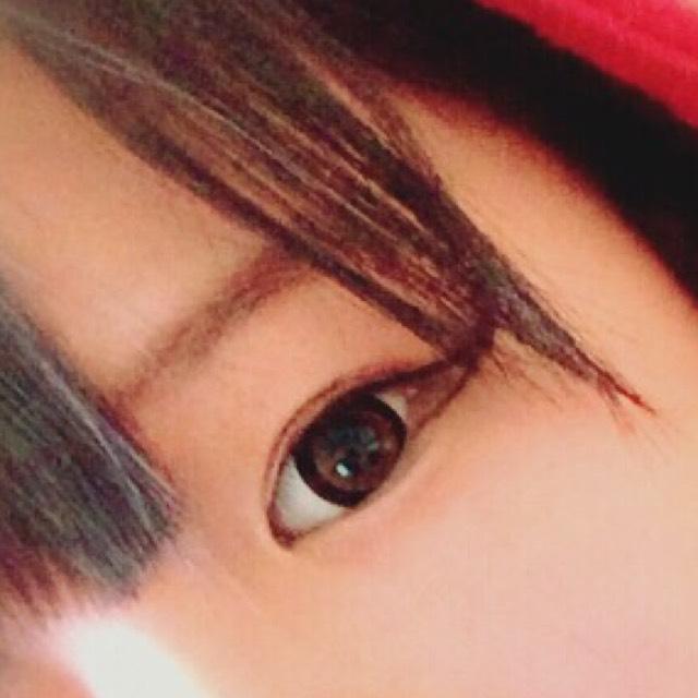 眉毛は平行にします。 色はブラウンを使用しました。
