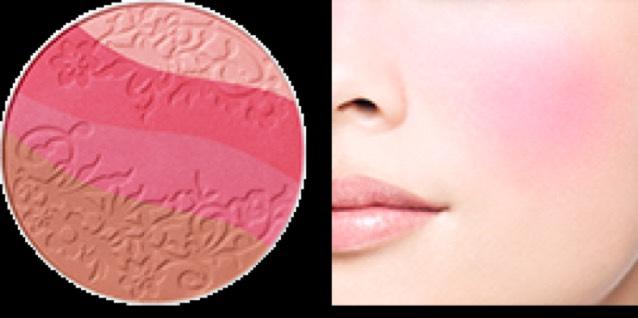 チークはピンク色を薄くのせます♡鼻上にチョンチョンっとのせるとおふぇろめいく風になってかわいいです♡