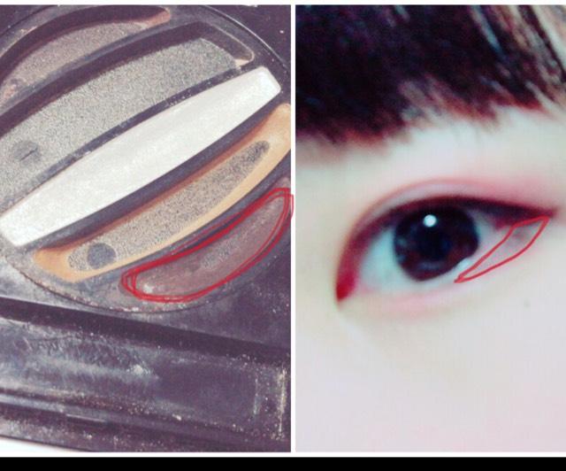 目尻の下に【 KATE / deep eyes 】の一番濃いブラウンを塗ります。