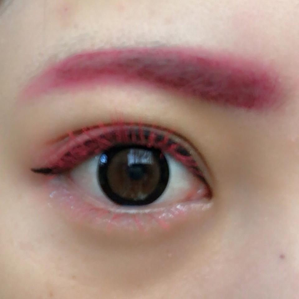 マスカラは眉マスカラとしても使ったピンクのマスカラです