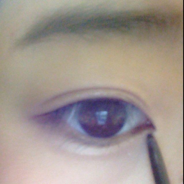 目をおおきくみせるために、目頭に切開ラインと、目頭側だけ下をうめます