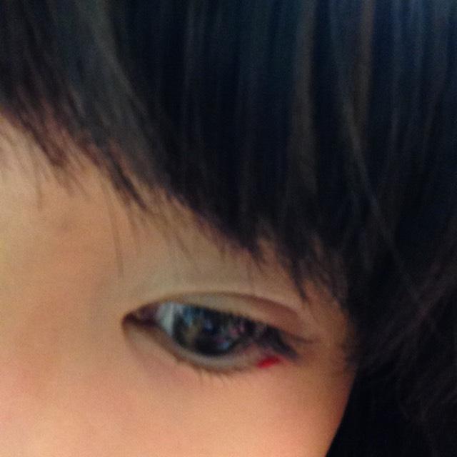 目のキワにすがおのチークをちょんっとのせーの