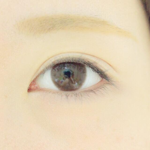 パウダーで、眉頭を埋めていき、眉毛を眉マスカラで、トーンアップします!  私は存在感ない眉の方が好きなので明るい眉ですが、濃い色でもいいと思います!