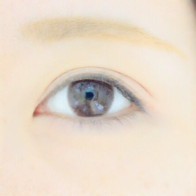 2をアイホール全体に塗ります。 黒目の右の境目から目尻にかけて、3を二重幅に塗ります! そしたら、5を上から塗ります!  4を塗ると腫れぼったくなります。