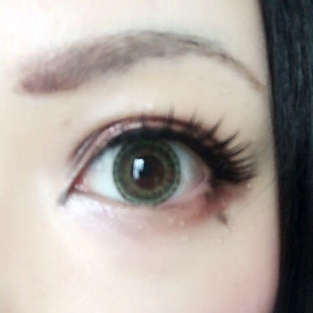 あとはまつ毛をつけて泣きボクロかいて終わりです。眉書く時に3番シャドウを重ねると目と馴染みます。 チークはピンク系、赤リップで仕上げてくださいませ( ˙▿︎˙ )/