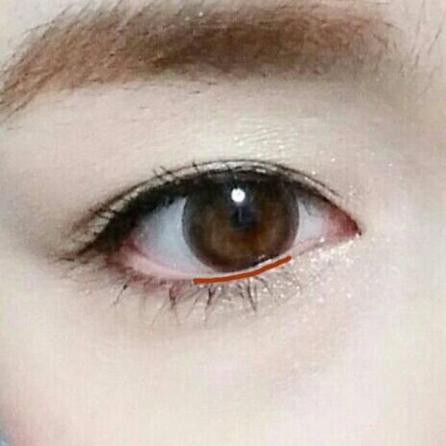 黒目の下は生え際と粘膜の境目に、薄くでいいです!描いてる?くらいで大丈夫♪