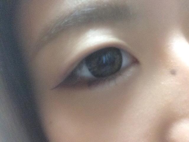 目頭側にラメシャドー(今回は細めの筆で入れました)目尻側に濃いめのピンクブラウンを入れます⸜(  ⌓̈ )⸝