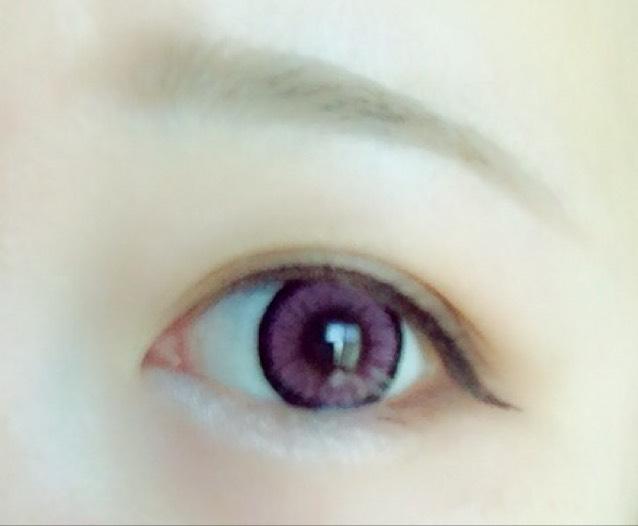 その後に③の白っぽいラメを目頭から黒目の下まで塗ります。