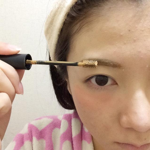 眉マスカラも毛流れに沿って塗ってください。