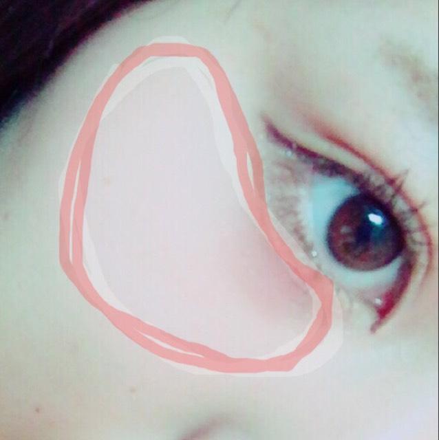 チークは目の下から、横幅広めにぬります。