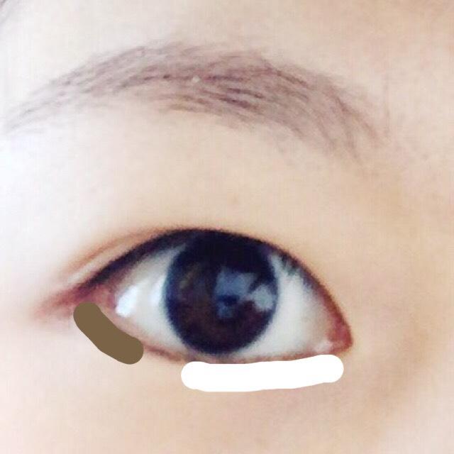 涙袋にも①をのせて、 目尻には③を塗ってタレ目~w  眉毛は外のラインをペンシルで引いたあと、アイシャドウの③の隣の色で隙間を埋める。