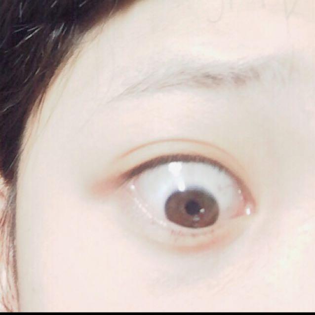 すっぴん目。  目が非常に悪いのでカラコンは持っておりません。