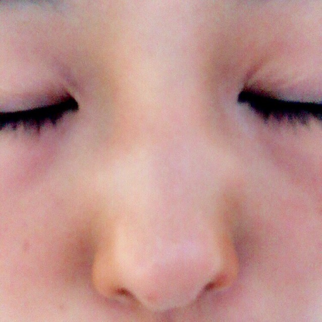 こんな感じで鼻筋と鼻の両端にローライト、鼻のてっぺんにハイライトをのせます