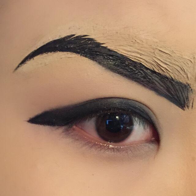 ま!ゆ!げ!  イケメン風にしたかったので、目頭にぐっと寄せました。  キャラに合った眉毛を描いてくださいね(^^)