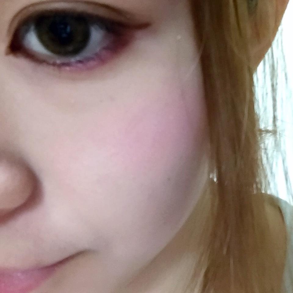 チークは薄いピンク色がオススメ★頬骨をまぁるくふわっとね♩