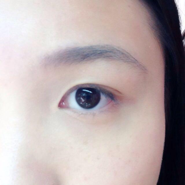 ヘビーローテーションの眉マスカラをつけます。
