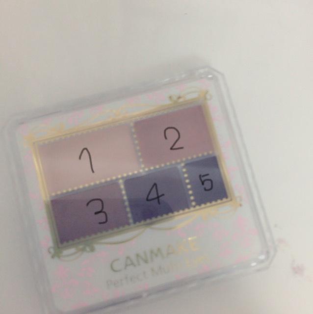 CANMAKEのアイシャドウです。 1と2をアイホール全体に塗ります。 3を目の際から5ミリほどのところまで塗ります 4を目の際に塗ります