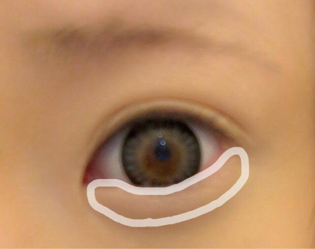 下まぶたも目頭から目尻まで薄く伸ばします