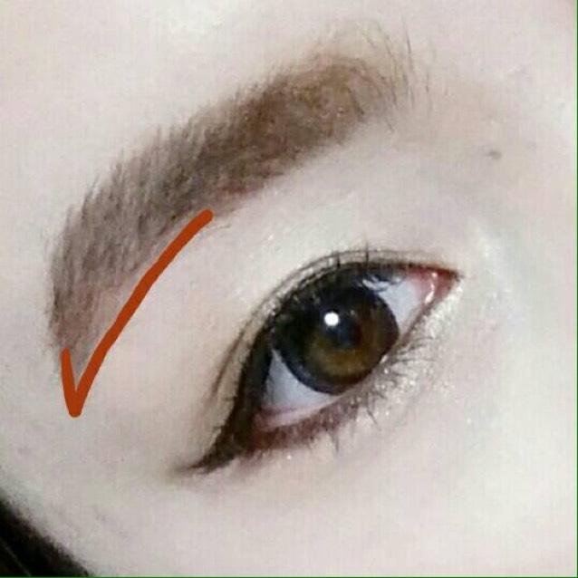 眉は眉尻と眉山の下だけ平行にするためにアイブロウペンシルで書き足して、あとはパウダーで色をのせてください!