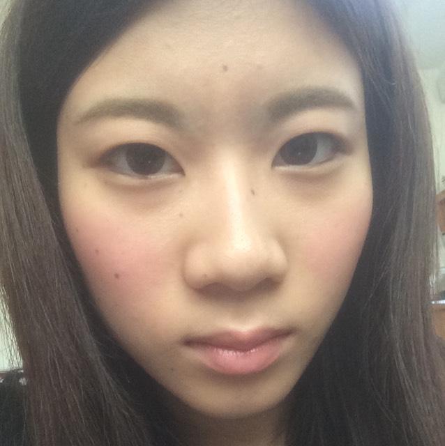 目元は何も塗らずにアイプチのみ。幅より目そのものを大きく拡げる感じで。