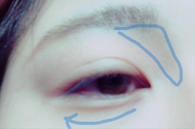 アイブロウパウダーで眉・涙袋影・ノーズシャドウ  斜め上の角度にして描くと、やりやすいです。
