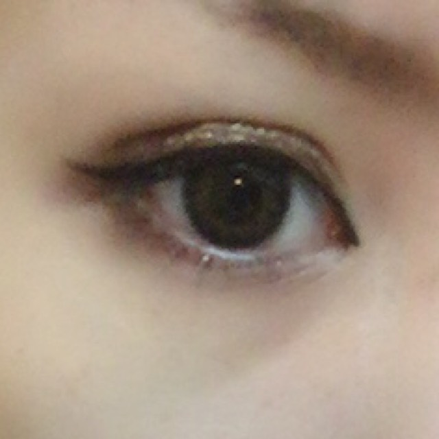 目尻の下に茶色アイシャドウをいれて マスカラして 眉毛を低く太めに書いて!