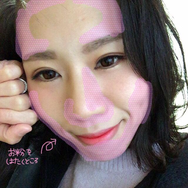 あたしは韓国メイクが基本なので、艶感重視で肌を作っています♬ピンクで塗ってある部分だけにお粉をします( ˘ω˘ )