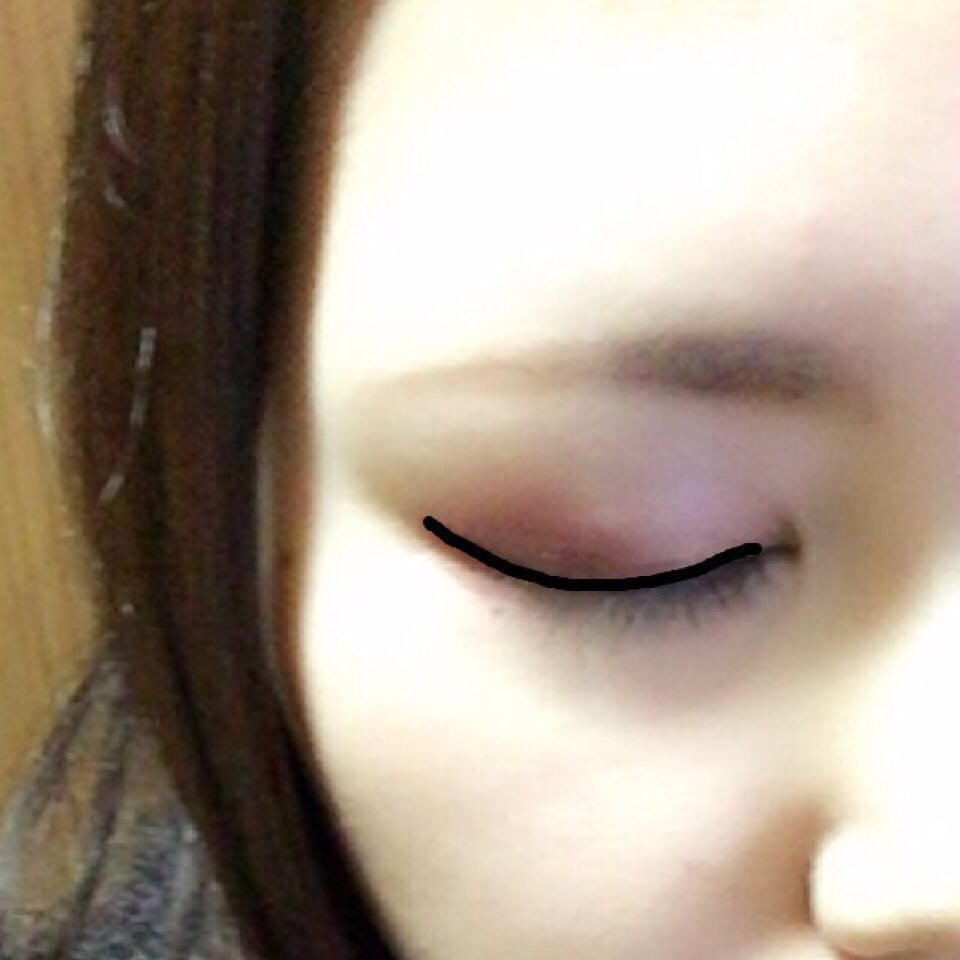 6,瞼の際に細くKATE      のリキッドアイライナーで     アイラインを引きます☝︎ 7,瞼の内側のインラインを     ビボのペンシルアイライナーで           埋めます。     色はどちらも黒です。