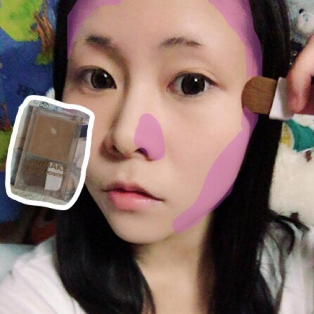 シェーディングを顔面(笑)の端に塗ります(◜௰◝) アイテムは【キャンメイク☆シェーディングパウダー】  ※鼻は穴の横にしか塗りません※ シェーディングをやり過ぎると化粧が濃い印象になってしまいます。 あくまでも清楚メイクをなので鼻シェーディングはこれだけです(◜௰◝)