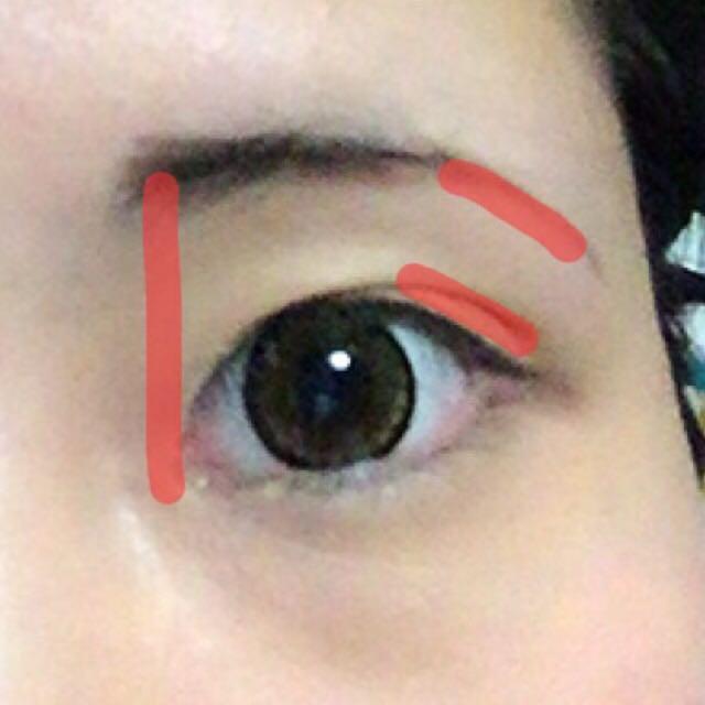 眉毛を書きます(◜௰◝)  眉毛はいつも困り眉を意識して適当に書きます(◜௰◝)(◜௰◝)(◜௰◝)(◜௰◝)(◜௰◝) 強いて言うと、眉毛の下がっていく部分は目のカーブと平行に書くと綺麗に見えます。  アイテムは【ケイト☆アイブロウペンシル】