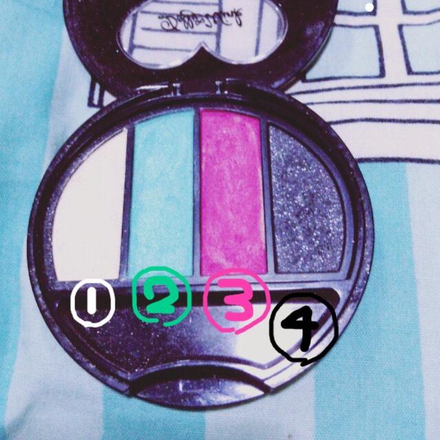 ❤︎色の確認❤︎ ①薄ホワイト  ラメ強め ②グリーン  ラメ ③ピンク  ラメ ④ブラック  ラメ強め