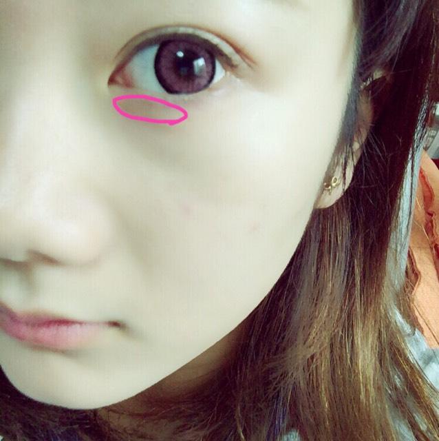 下瞼にも同じキラキラを塗ります