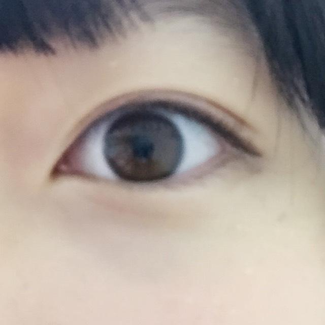 アイライン編  キャンメイクのブラウンで黒目の上から書く。この時目の上は粘膜を埋めるだけ。目尻は垂れさせて!