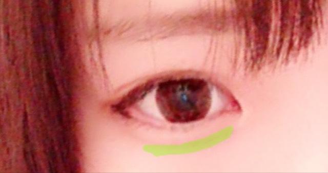 緑線にダークカラーのシャドウを塗ります