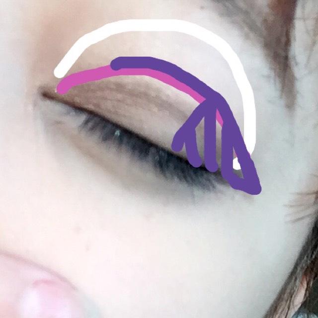 アイメイク 白→ベージュ ピンク→ブラウン 紫→濃いブラウン(たれ目風に)
