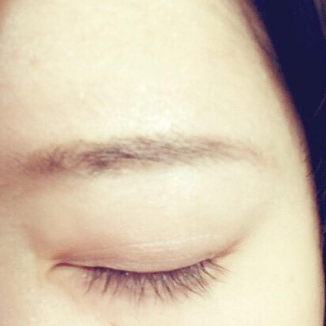 眉は眉尻から眉頭にかけてなるべく薄くかきます (これでかくと誰でもうまくいくとおもいます )