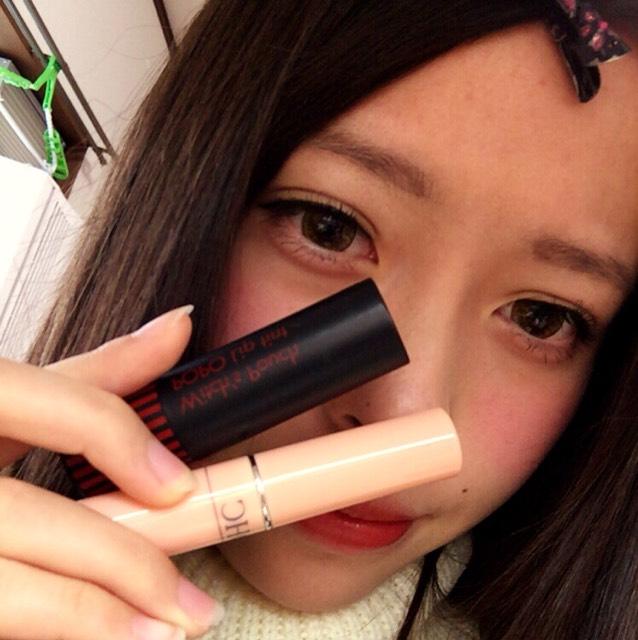 リップは、DHCの無色のリップを塗り 唇をなめらかにしてから ハケで赤リップを塗る