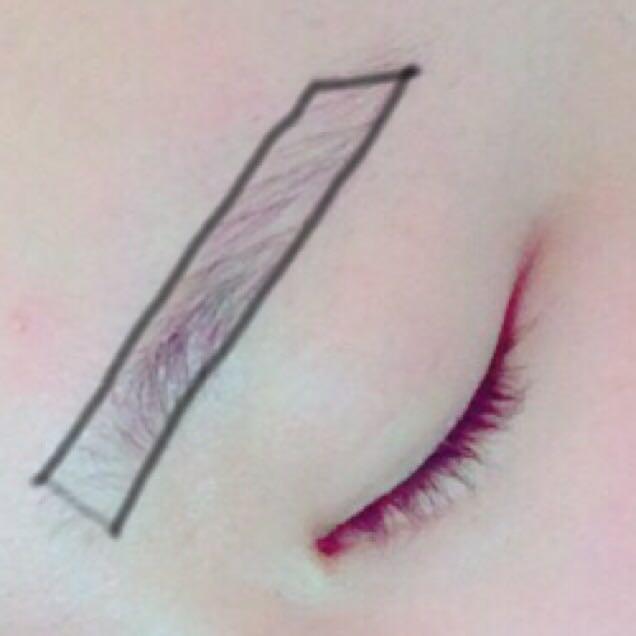 ビボの眉ペンで枠を書く! これで眉毛の形が決まるよ! 私は下からまーっすぐ書いて、上もまーすぐ書いて目尻の方とつなげる感じで書いてます! この時眉頭は薄めで書くか、書かなくてもいいかも!
