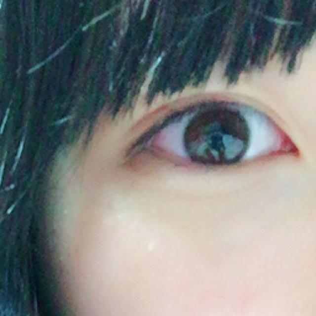 黒目の上あたりからきちんと粘膜を埋めるように引きます。 そうするだけで自然と目が強調されます!