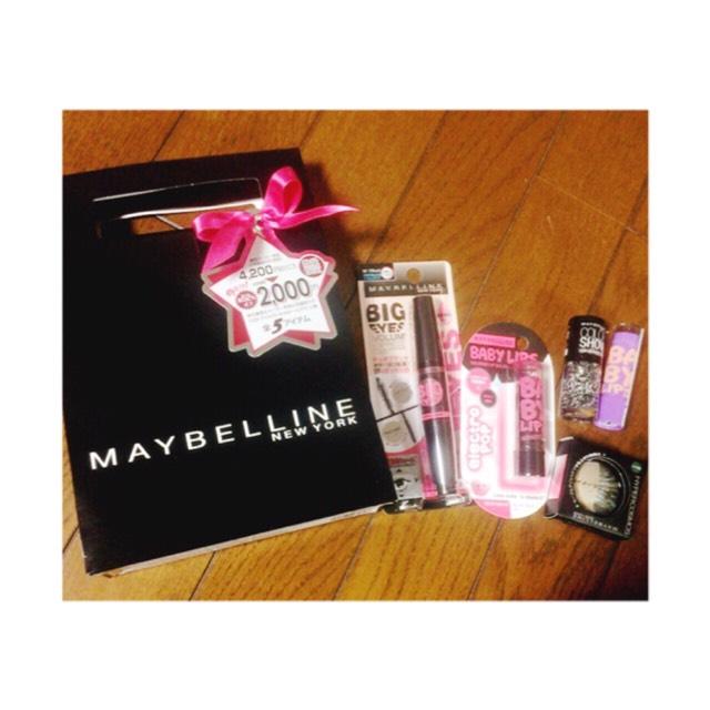 Maybellineは普通に 買うと、学生さんには 少しお高いと思うので、 福袋で買うのがオススメです☆彡